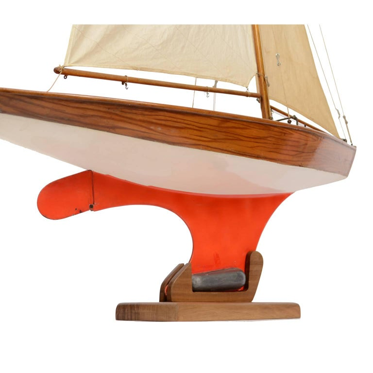 Pond Model on Wooden Base, Red and White Hull Made in the 1950s For Sale 6