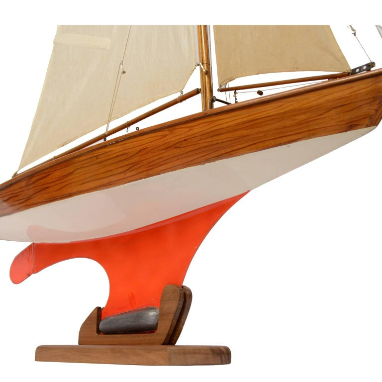 Pond Model on Wooden Base, Red and White Hull Made in the 1950s For Sale 7
