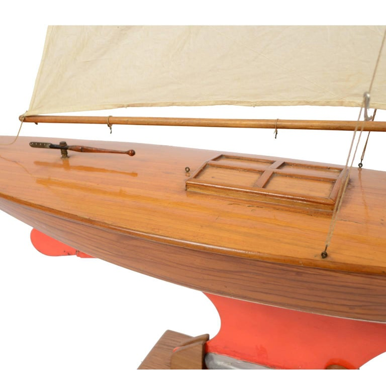 Pond Model on Wooden Base, Red and White Hull Made in the 1950s For Sale 1