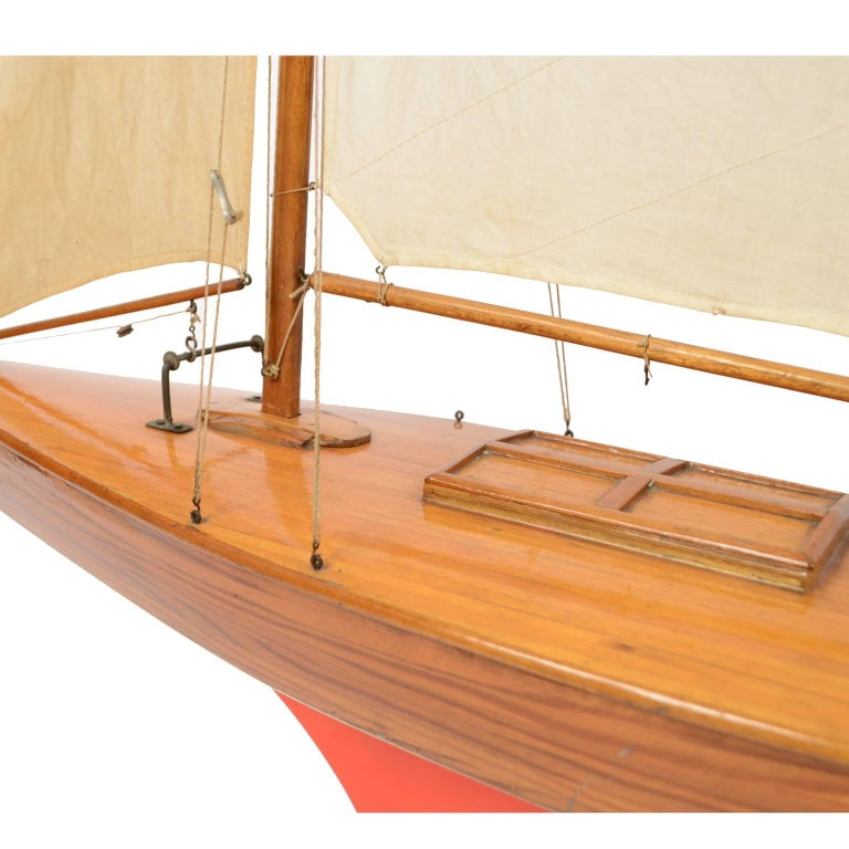 Pond Model on Wooden Base, Red and White Hull Made in the 1950s For Sale 3