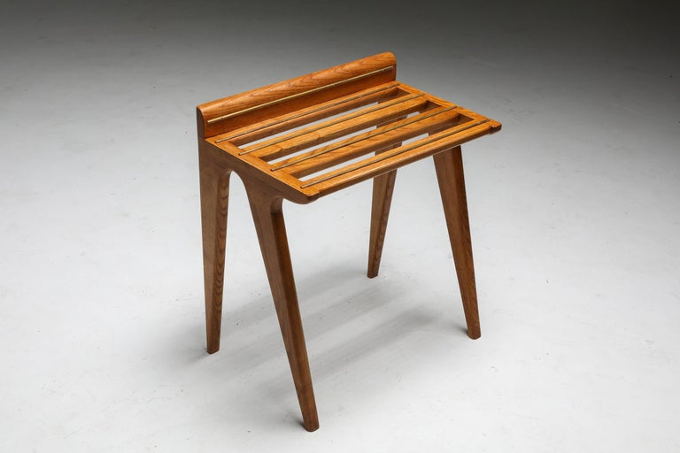 Ponti Style Suitcase Holders in Oak and Brass, circa 1958 For Sale 2