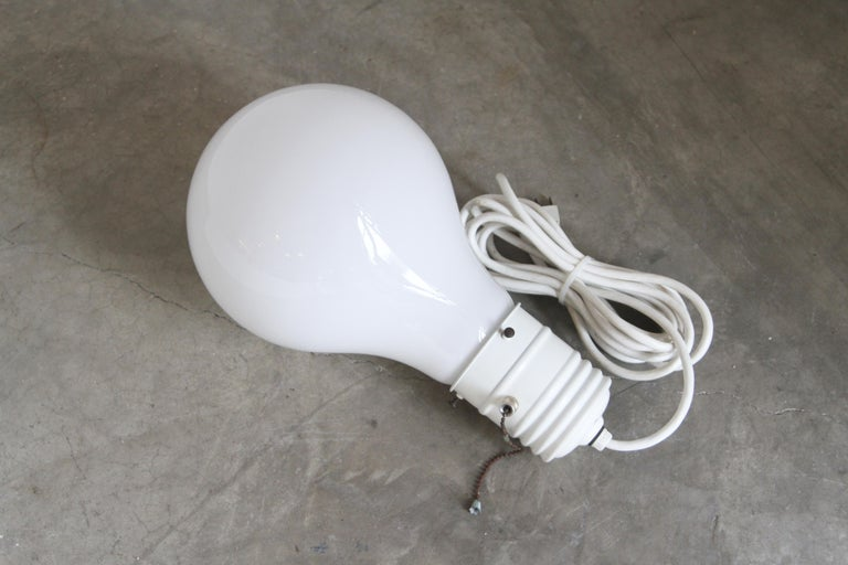 Pop Art Oversized Light Bulb Lamp In Good Condition For Sale In St. Louis, MO