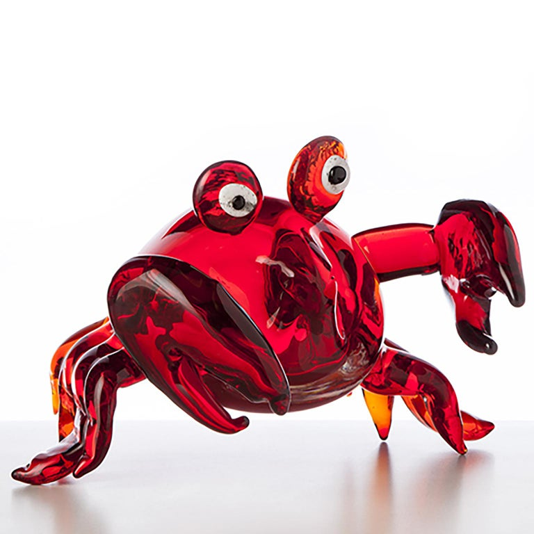 Sandy crabs, is a blown glass pop comic figurine with a passion for comedy. Created by Roberto Beltrami in Murano glass.
