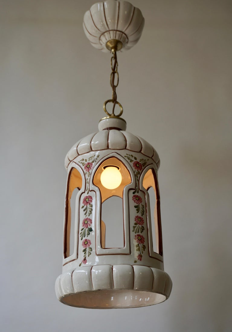 Porcelain and Brass Pendant Light In Good Condition For Sale In Antwerp, BE