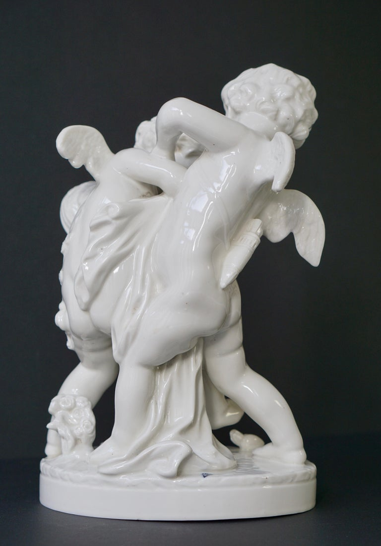 20th Century  Porcelain Figurative Sculpture Representing Two Little Angels, Putti For Sale