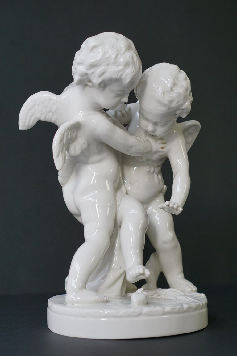 Porcelain Figurative Sculpture Representing Two Little Angels, Putti For Sale 2