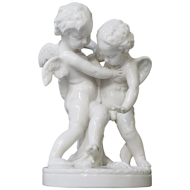 Porcelain Figurative Sculpture Representing Two Little Angels, Putti For Sale