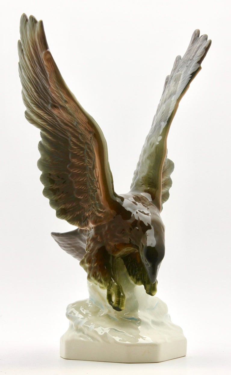 Porcelain Figurine of a Bird of Prey by Goebel Germany, Signed 'Goebel' In Good Condition For Sale In Verviers, BE