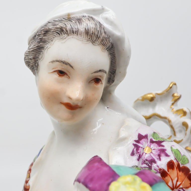 Porcelain Figurine of Mother and Childrens, Hand Painted 18th Century, Meissen In Good Condition For Sale In Katwijk aan Zee, NL