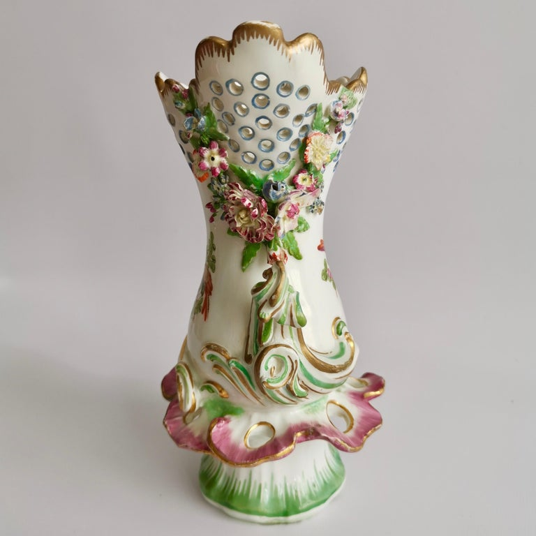 Hand-Painted Porcelain Frill Vase in 18thC Chelsea Style Attr. to Edmé Samson, Rococo 19thC For Sale