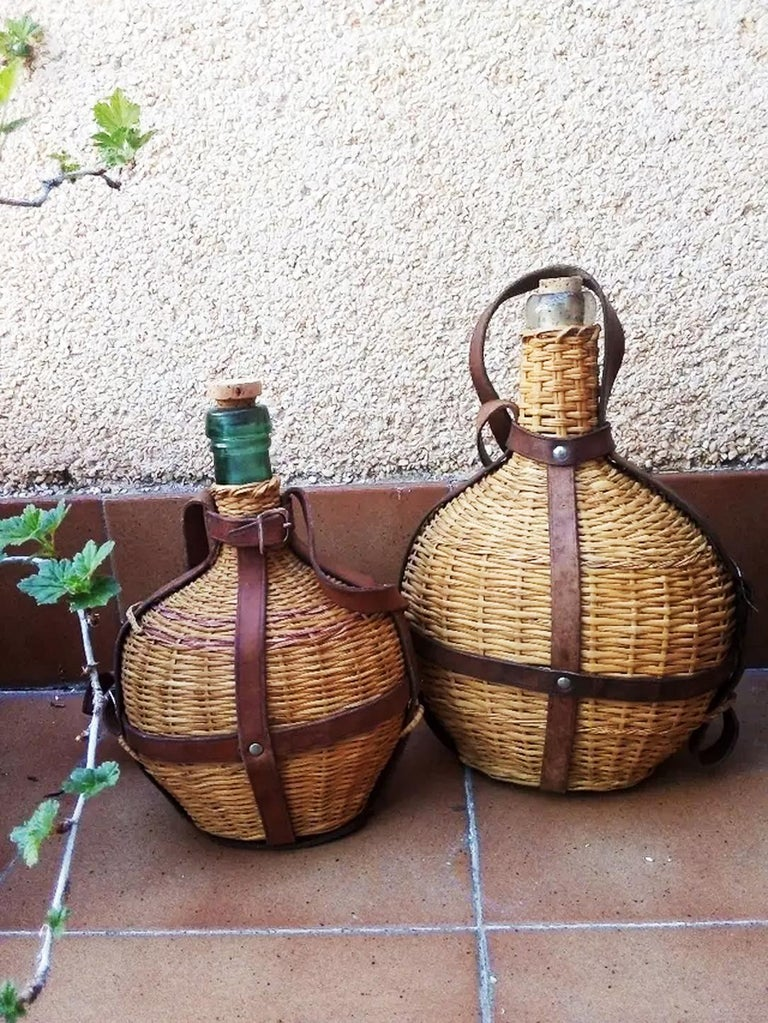 Portable Wine Bottle Cooler, Glass, Wicker and Leather, Spain Early 20th Century In Excellent Condition For Sale In Mombuey, Zamora