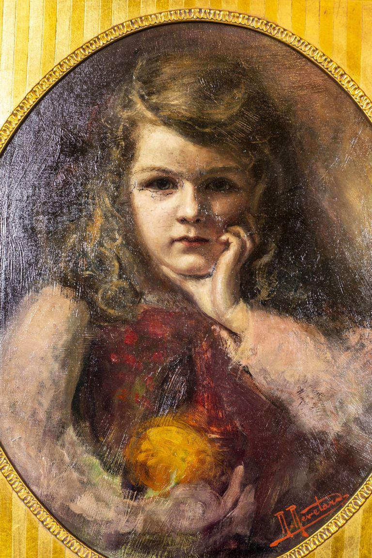 We present you this portrait of a girl, signed by Rene Revelard (1880-1965). It is an oil on canvas, dimensions: 45 x 53 cm.