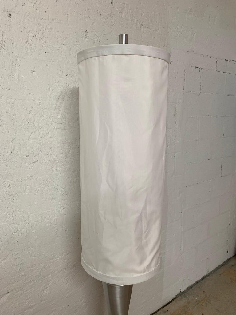Postmodern Geometric Sculptural Aluminum Floor Lamp, USA, 1980s In Good Condition For Sale In Miami, FL
