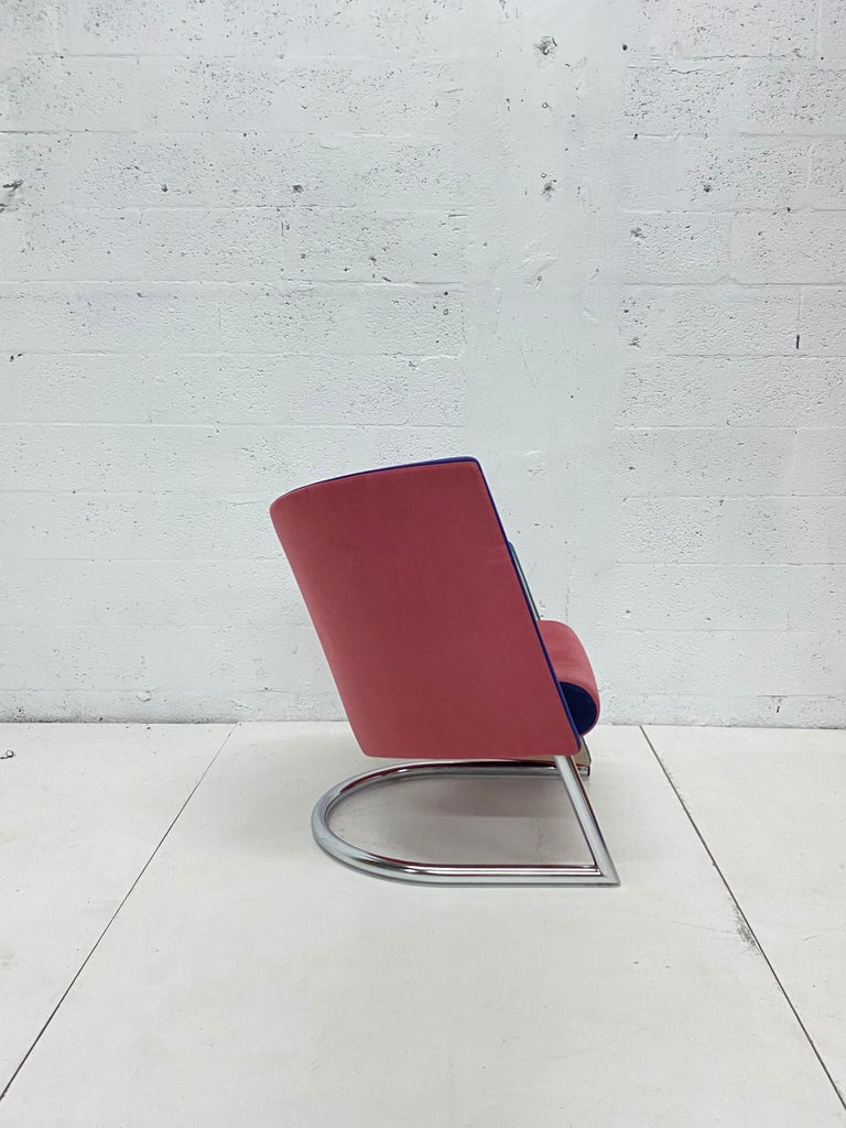 Post Modern Opposing Club Chairs with Tubular Chrome Bases by Westnofa, a Pair In Good Condition For Sale In Miami, FL
