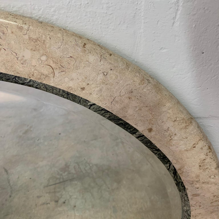 Postmodern Round Maitland Smith Two-Tone Marble and Travertine Beveled Mirror In Good Condition For Sale In Miami Beach, FL