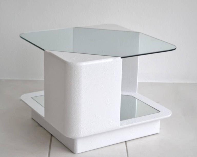 Post-Modern Side Table In Excellent Condition For Sale In West Palm Beach, FL