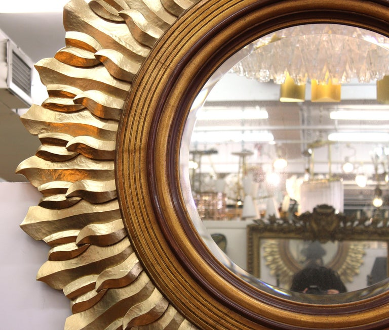 Post-Modern Sunburst Mirror in Carved Giltwood Frame In Good Condition For Sale In New York, NY