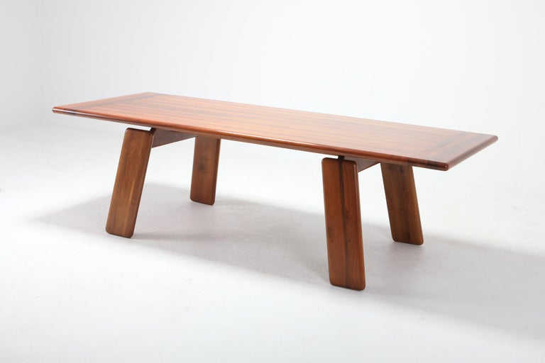 Postmodern Walnut Dining Table by Afra & Tobia Scarpa In Good Condition For Sale In Antwerp, BE