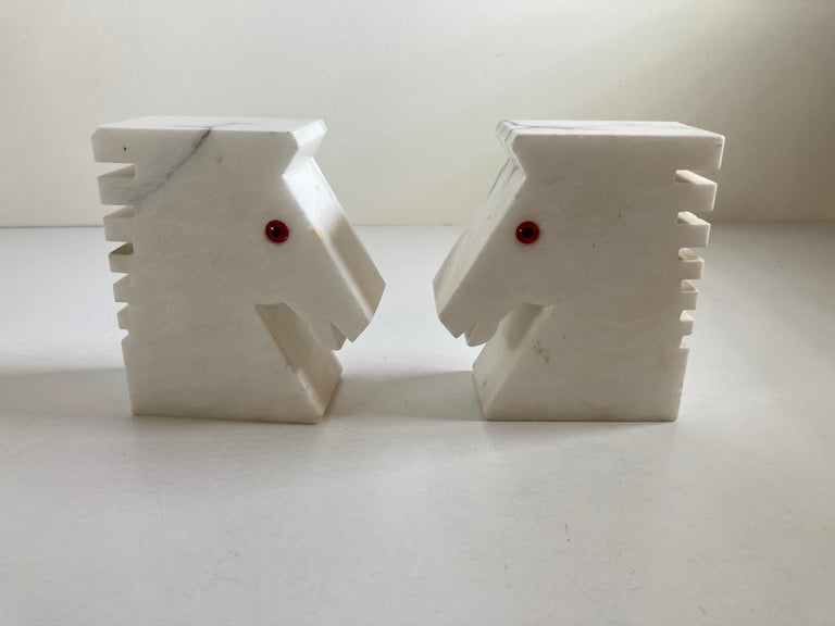 Postmodern White Alabaster Horse Bust Bookends In Good Condition For Sale In North Hollywood, CA
