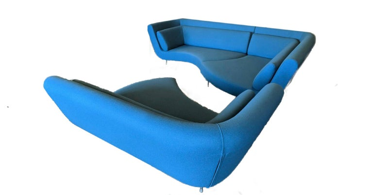 3-piece blue Ligne Roset Yang sectional sofa by Francois Bauchet for Ligne Roset. Modular with silver tone metal legs, removable zip back cushions and brand labels. The three pieces of this sofa set are identical and can be arranged in a variety of