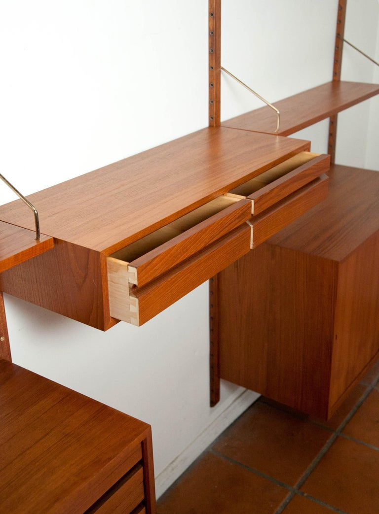 Poul Cadovius, Cado Royal System 3 Bay Teak Modular Wall Unit, Denmark, 1960s In Good Condition For Sale In Los Angeles, CA