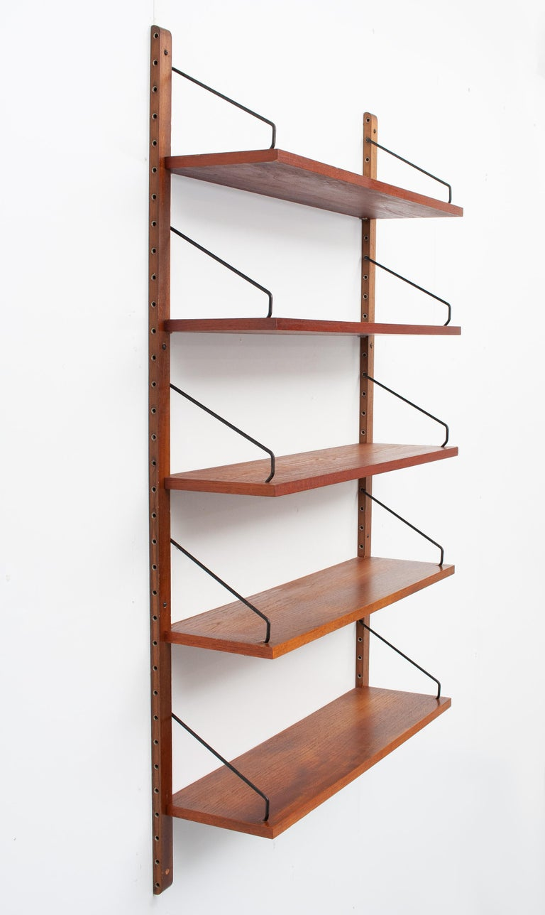 Bookcase / wall unit by Poul Cadovius for Cado model Royal 1958. Consisting off 2 uprights and 5 teak shelves. complete with brackets. Good condition.