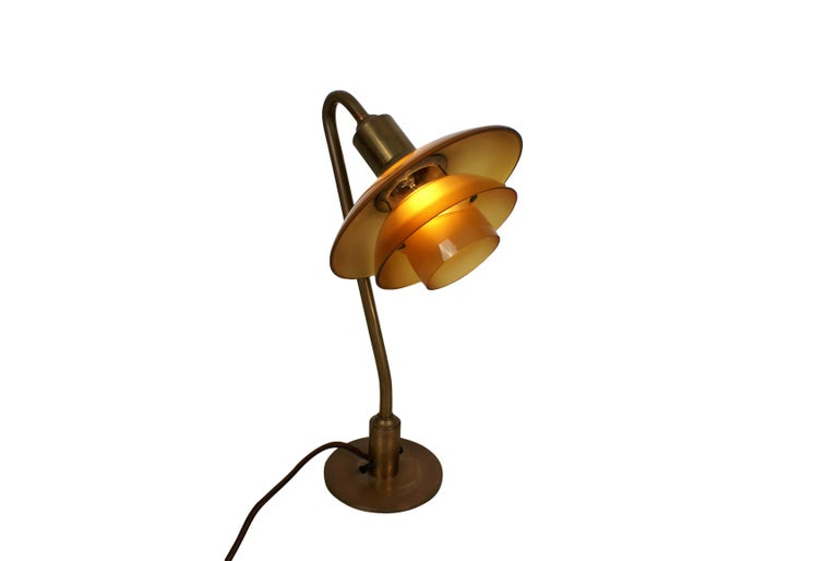 Poul Henningsen 2/2 Snowdrop Desk Lamp in Brass with Amber Colored Glass, 1930s For Sale 1