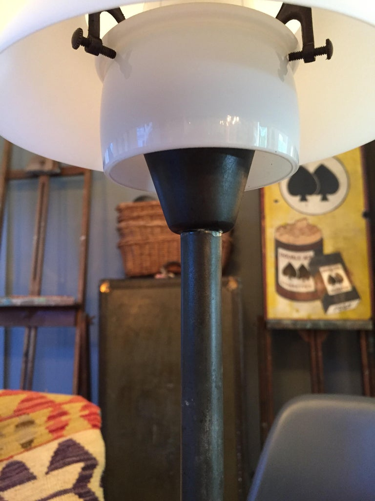 Poul Henningsen 3.5/2 Table Lamp from the 1940s Made by Louis Poulsen of Denmark For Sale 3