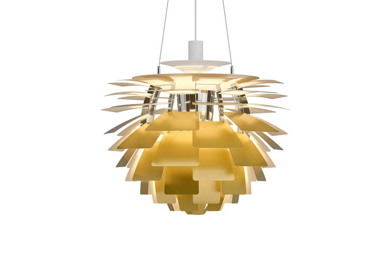 The fixture provides 100% glare-free light. The 72 precisely positioned leaves form 12 unique rows of six leaves each. They illuminate the fixture as well as emitting diffused light with a unique pattern. The fixture provides decorative and