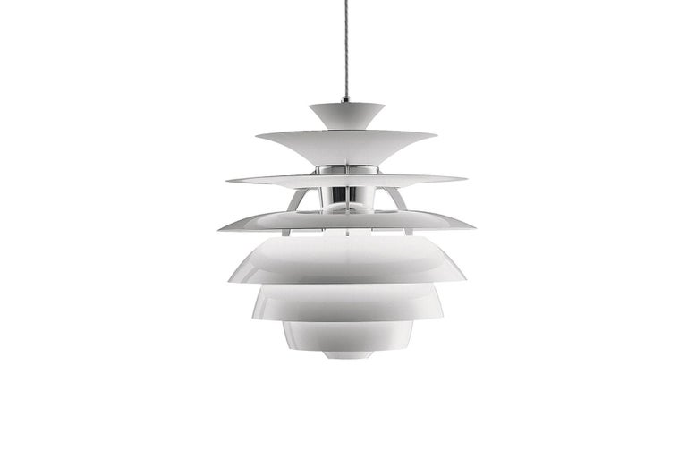 The fixture emits comfortable glare-free diffuse light. Matte painted undersurfaces and glossy top surfaces result in an attractive reflection of the diffused light, creating uniform light distribution around the fixture. When the light is switched