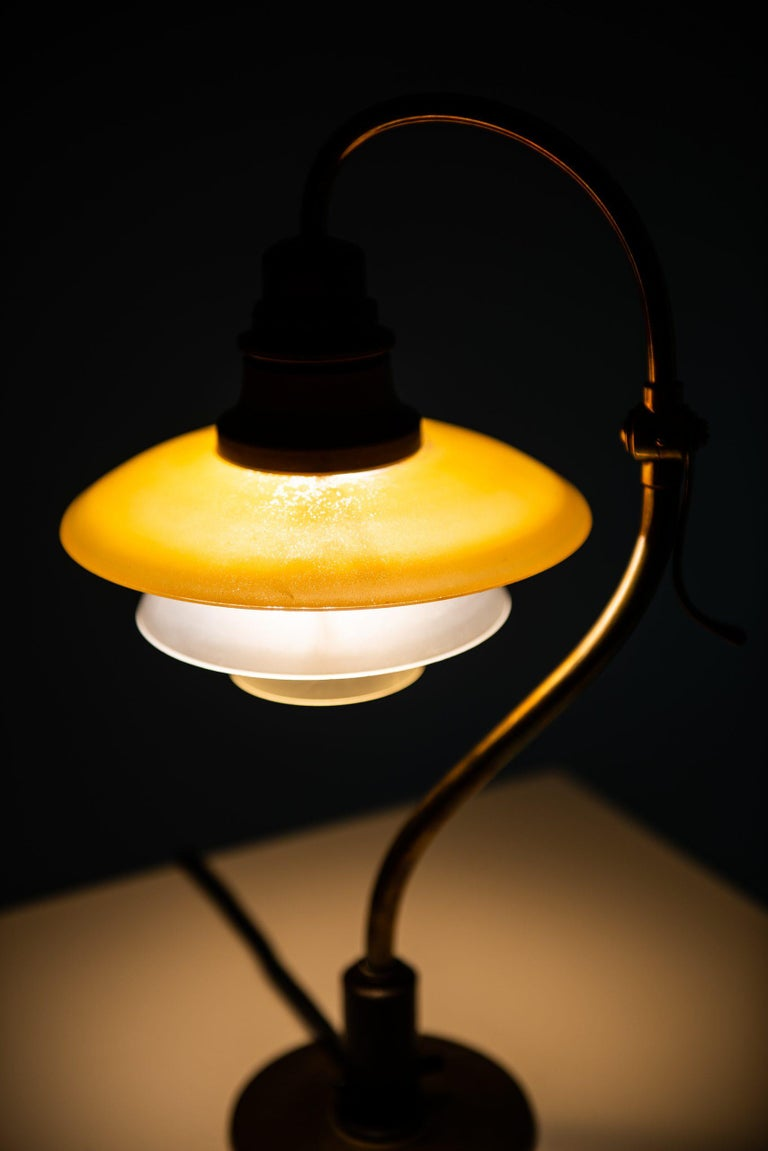 Poul Henningsen Table Lamp Model PH-2/2 Produced by Louis Poulsen in Denmark For Sale 3