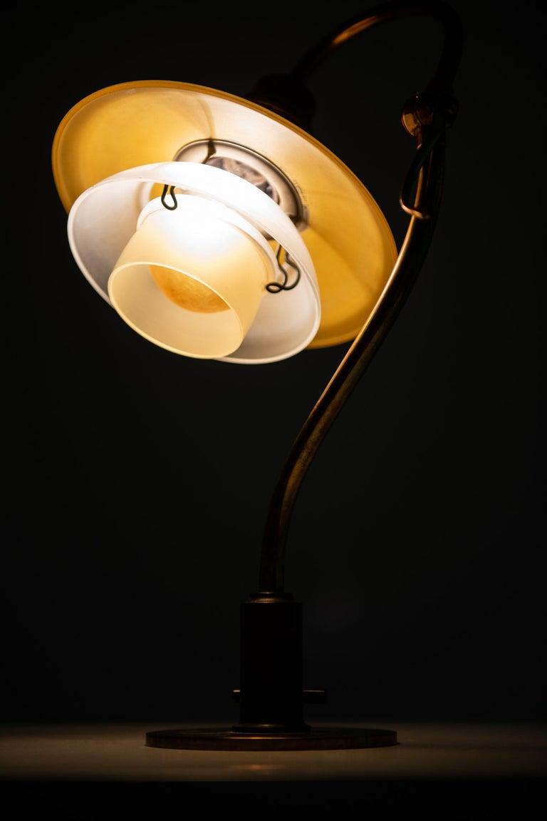 Poul Henningsen Table Lamp Model PH-2/2 Produced by Louis Poulsen in Denmark For Sale 4