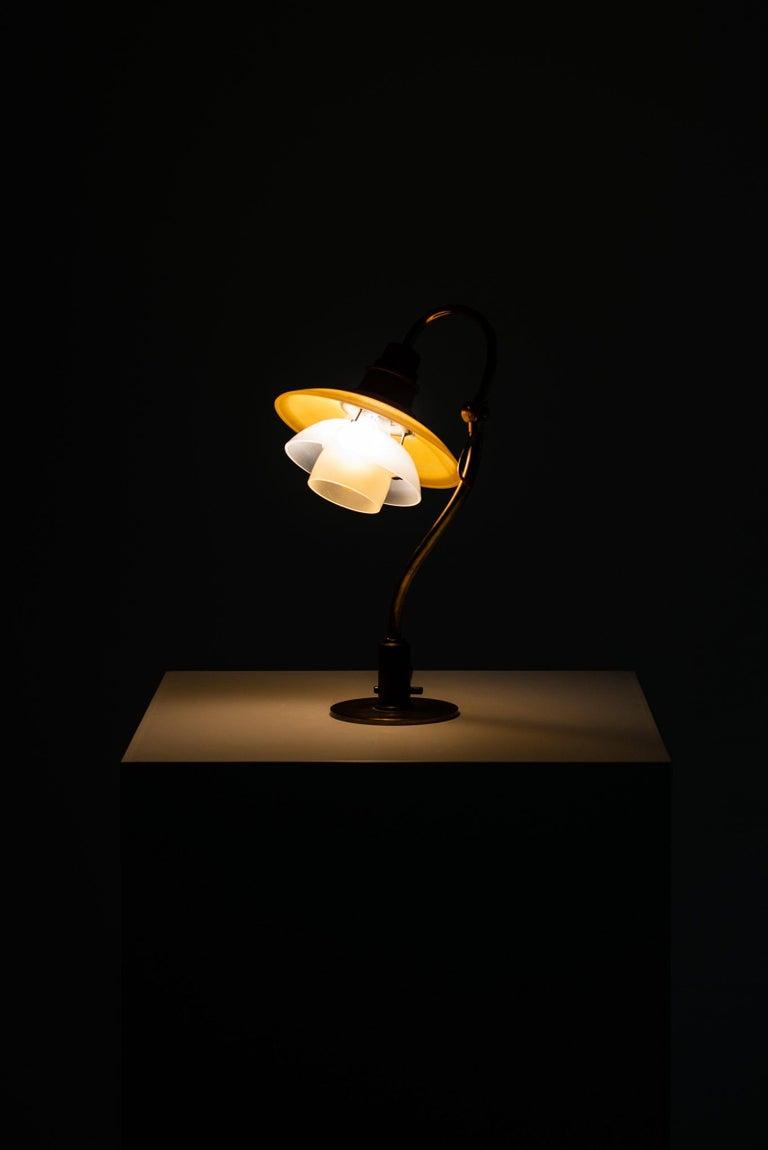 Poul Henningsen Table Lamp Model PH-2/2 Produced by Louis Poulsen in Denmark For Sale 5