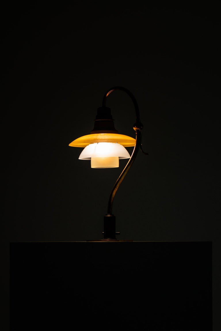 Poul Henningsen Table Lamp Model PH-2/2 Produced by Louis Poulsen in Denmark For Sale 2