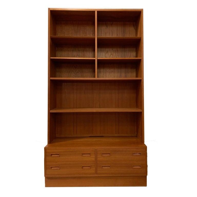 Poul Hundevad Danish Modern Teak Bookcase Shelves, 4-Drawer Chest base For Sale
