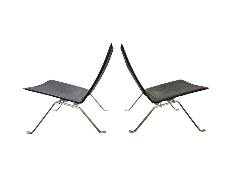 Pair of PK 22 lounge or easy chair by Poul Kjaerholm in black leather. Marked with label and stamp.  Literature: The Furniture of Poul Kjaerholm: Catalogue Raisonné, Sheridan, page 72-75.