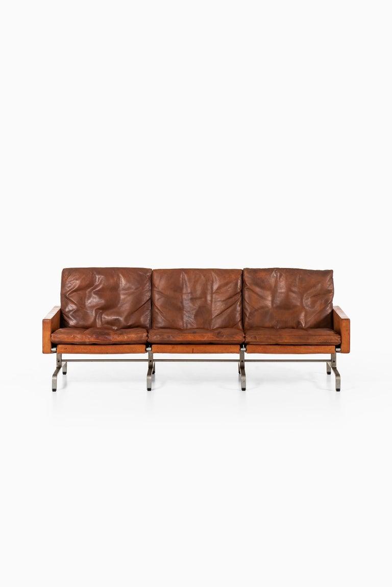 Rare sofa model PK-31/3 designed by Poul Kjærholm. Produced by E. Kold Christensen in Denmark.