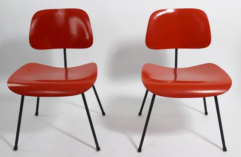 Mid-Century Modern Pair of Eames DCM Herman Miller Dining Chairs For Sale