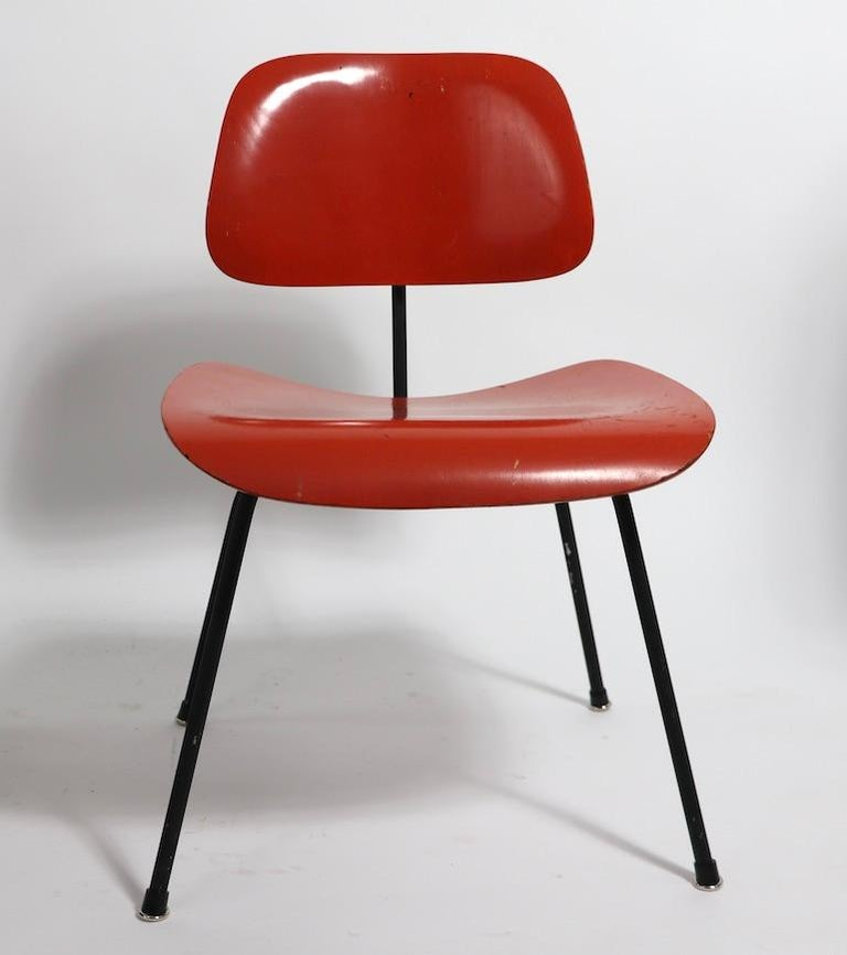 Pair of Eames DCM Herman Miller Dining Chairs In Good Condition For Sale In New York, NY