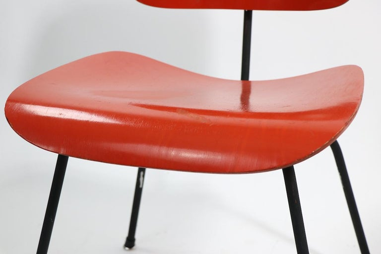Pair of Eames DCM Herman Miller Dining Chairs For Sale 2