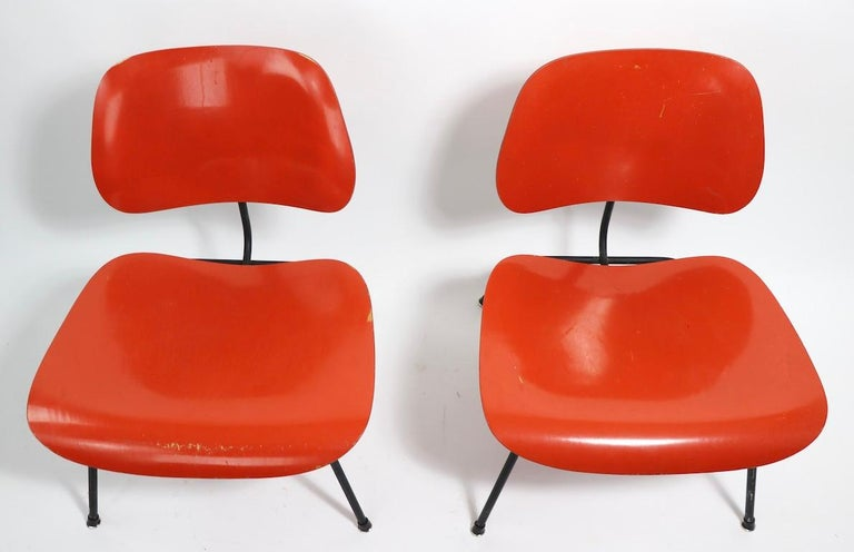 Mid-Century Modern Pair of Eames Lounge Chair Metal 'LCM' For Sale