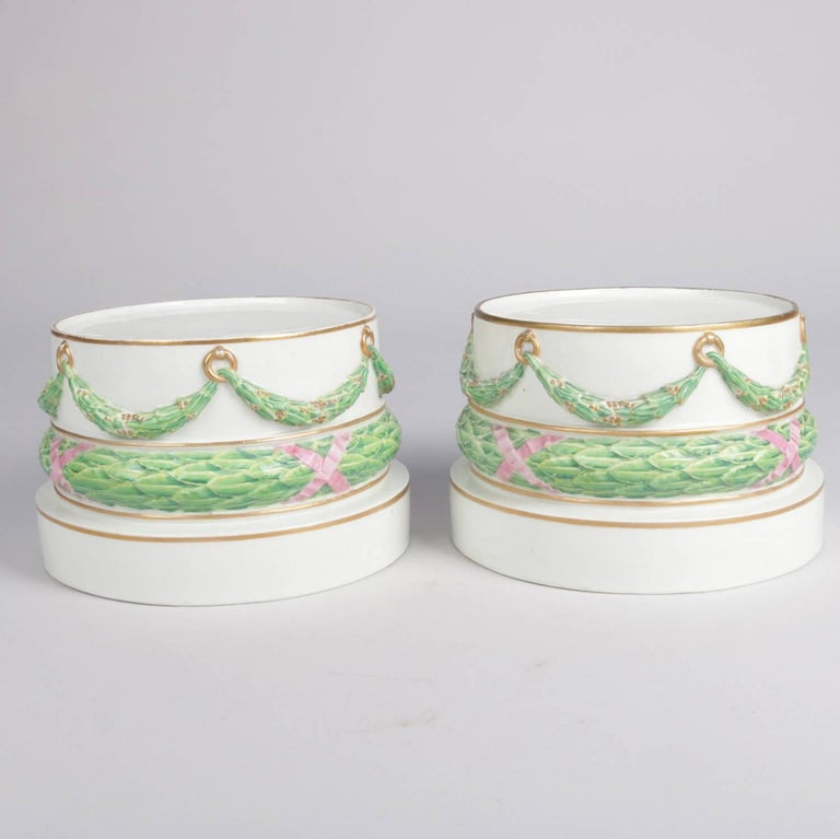 Pair of Meissen Hand-Painted and Gilt Draped Garland Porcelain Sculpture Plinths In Good Condition For Sale In Big Flats, NY