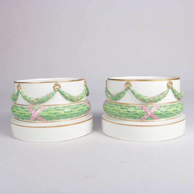 19th Century Pair of Meissen Hand-Painted and Gilt Draped Garland Porcelain Sculpture Plinths For Sale