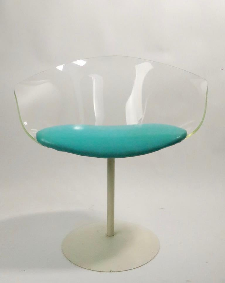 Pair of Lucite Shell Swivel Chairs In Good Condition For Sale In New York, NY