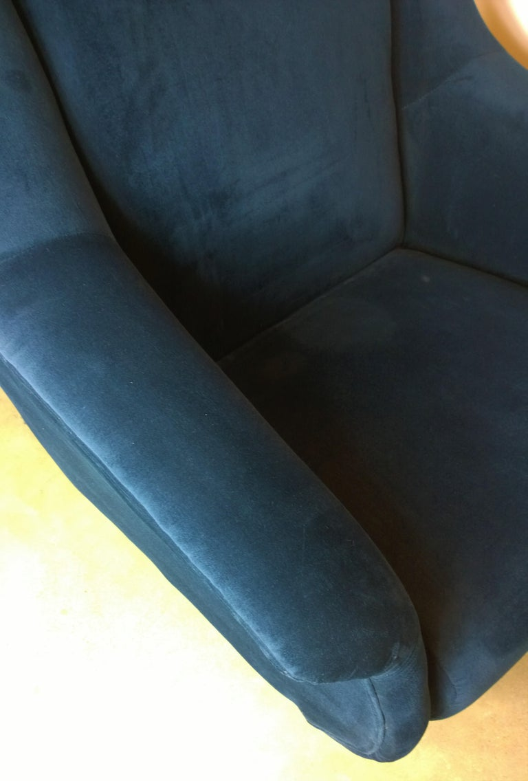 Pair of Zanuso Style Navy Blue Velvet and Brass Legs Lounge or Armchairs For Sale 4