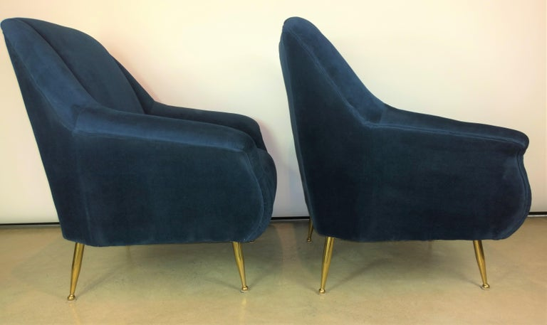 20th Century Pair of Zanuso Style Navy Blue Velvet and Brass Legs Lounge or Armchairs For Sale