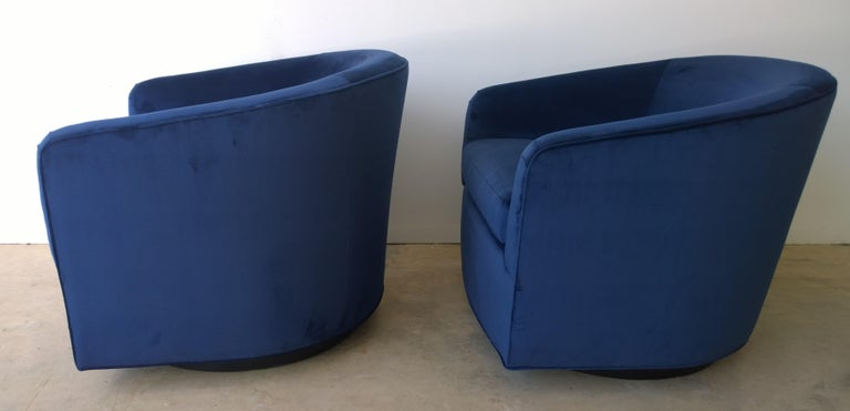 Pair of Baughman Style New Blue Cotton Velvet Swivel Chairs w/ Ebony Wood Bases In Good Condition For Sale In Houston, TX