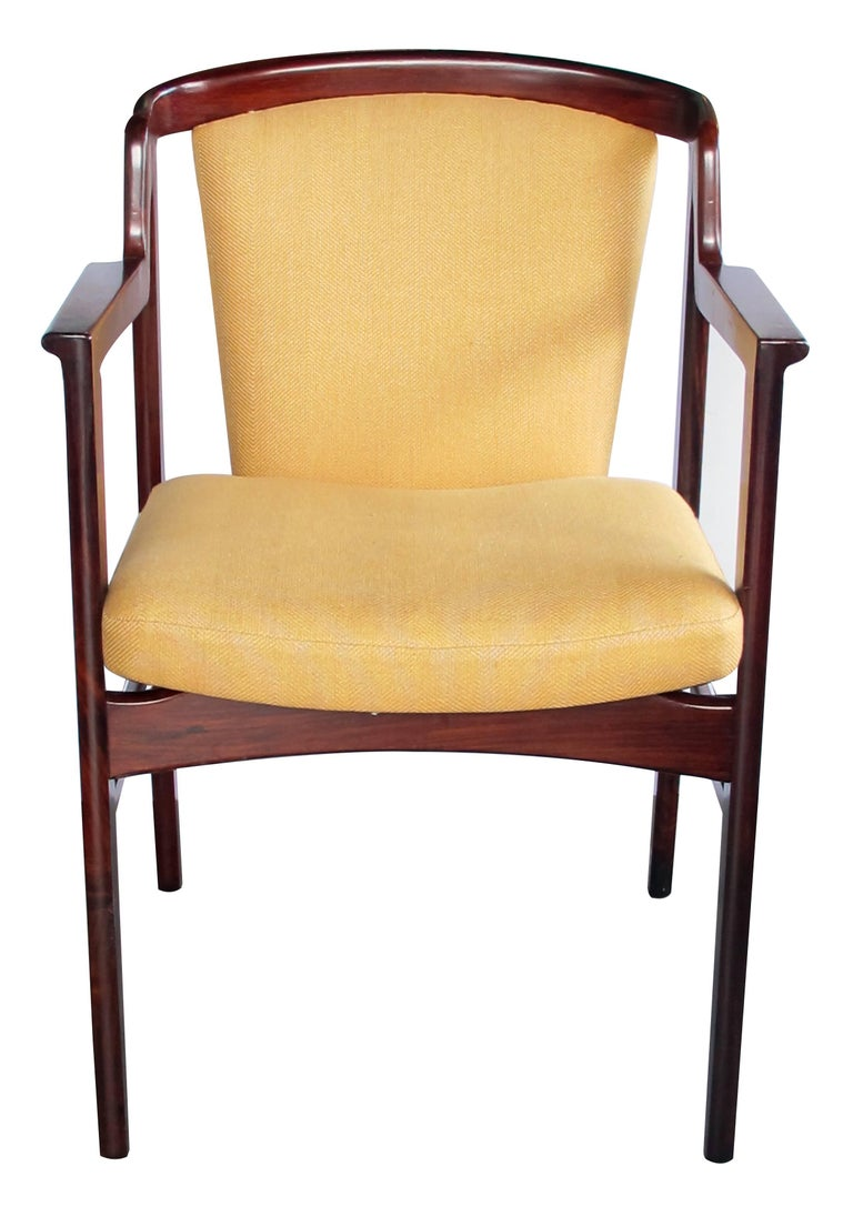 Scandinavian Modern Pair of Danish Modern Rosewood Arm Chairs in the Manner of Kai Kristiansen For Sale