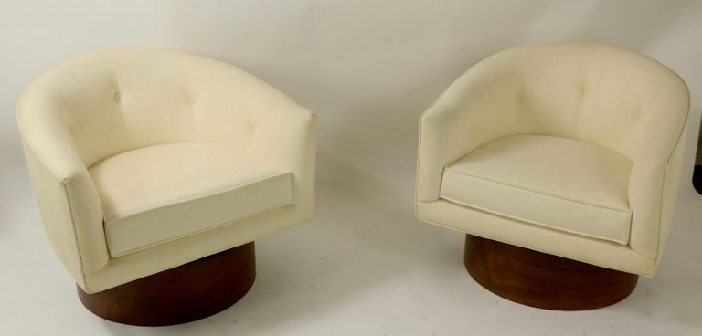 Pair of Swivel Chairs by Baughman for Thayer Coggin For Sale 2