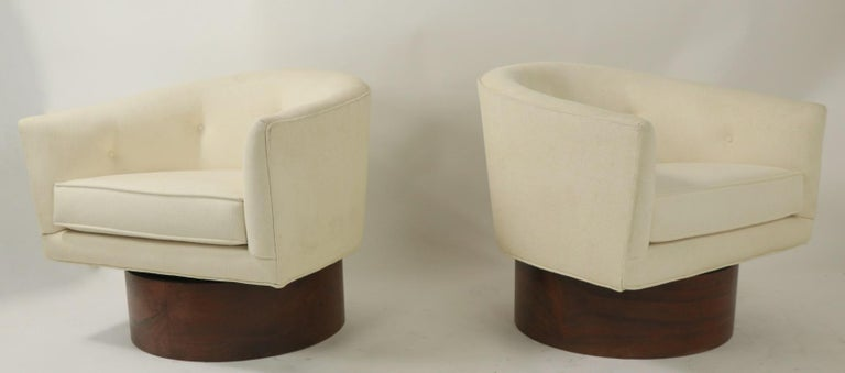 Pair of Swivel Chairs by Baughman for Thayer Coggin For Sale 5